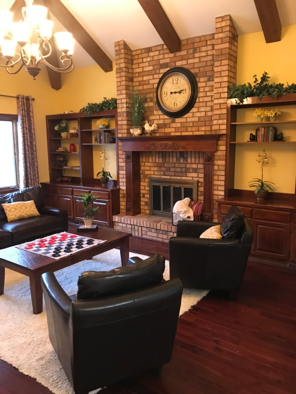 How to stage your family room to sell your house